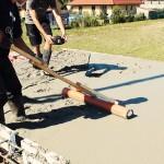 Měření výšky betonu a jeho urovnání s KG trubkou