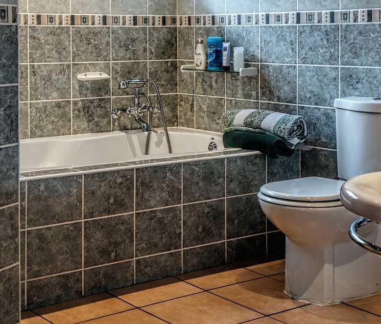 Podlahové topení se hodí i do koupelny, pixabay.com