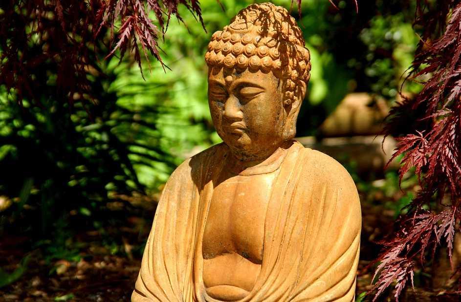 Soška buddhy připomíná neměnný řád věcí, pixabay.com