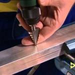 Jak vrtat v kovu čtvercový otvor