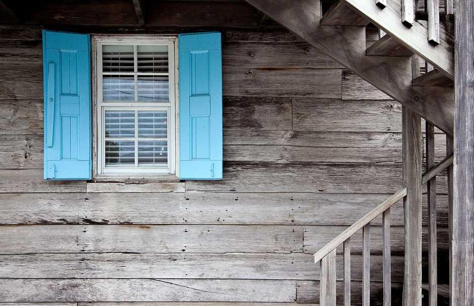 Dřevo pohlcuje teplo efektivně, pixabay.com