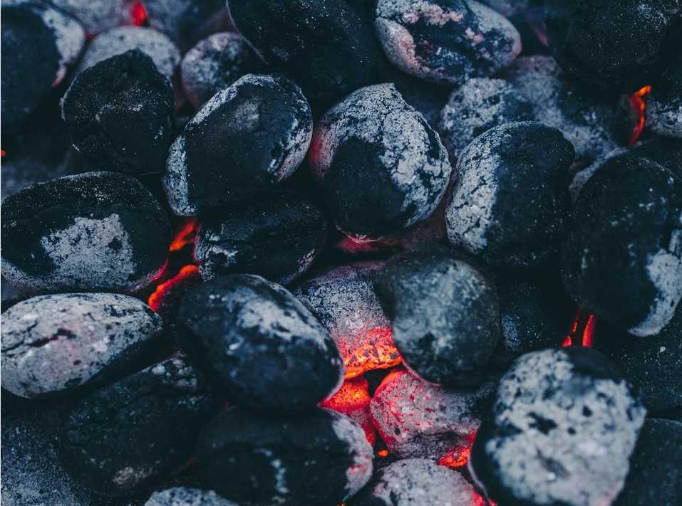 Na Setonův hnrec budete potřebovat dostatek dřevěného uhlí, pixabay.xom