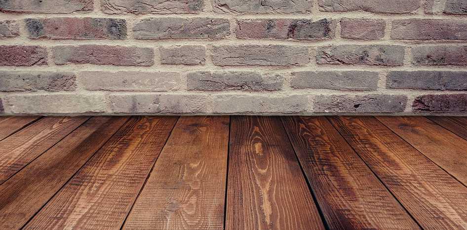 Prkenná podlaha a dlažba se snese, jen je musíte oddělit OSb deskami, pixabay.com