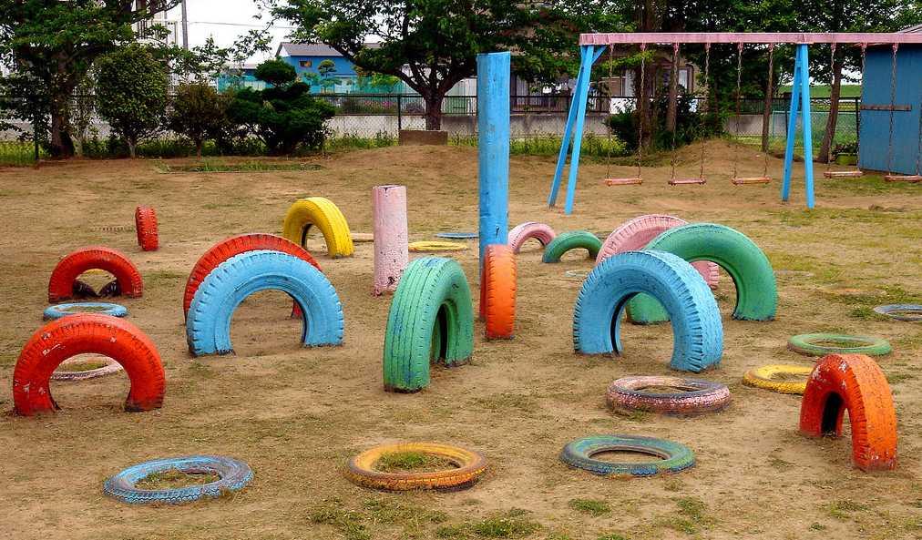 Prolézačky z pneumatik, flickr.com