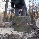 Štípání dřeva klínem a palicí