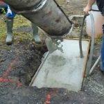 Zhutňování betonu ponorným vibrátorem
