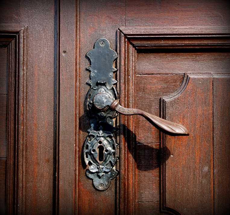 Renovace udělá ze starých dveří nové, pixabay.com