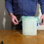 Malý koš na opětovné použití igelitových sáčků
