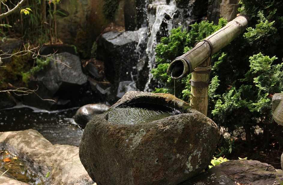 Chybět by neměl ani malý zdroj vody, pixabay.com
