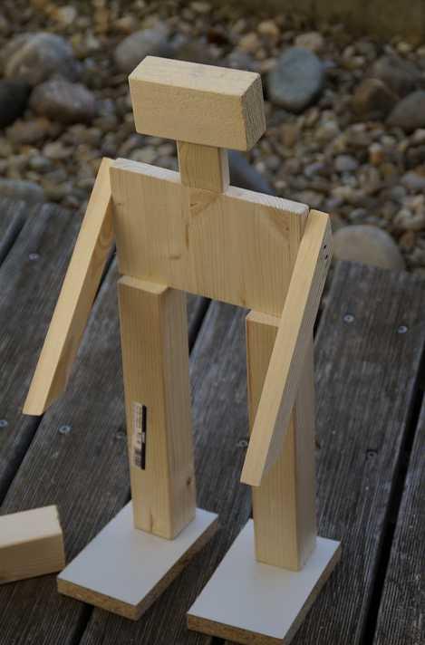 Tohoto robota sestaveného ze dřevěných polotovarů zvládne vyrobit i malé dítě, pixabay.com
