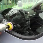 Leptání a pískování na sklo auta