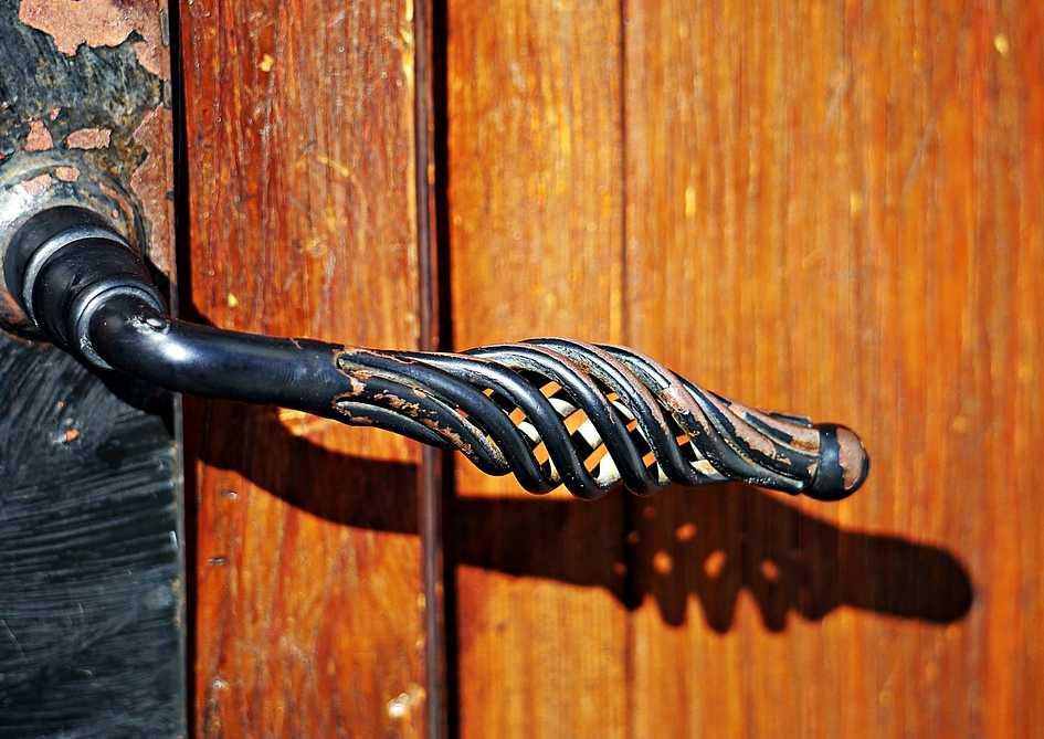 Olej se hodí jen k promazání starých dveří, novým by mohl uškodit, pixabay.com
