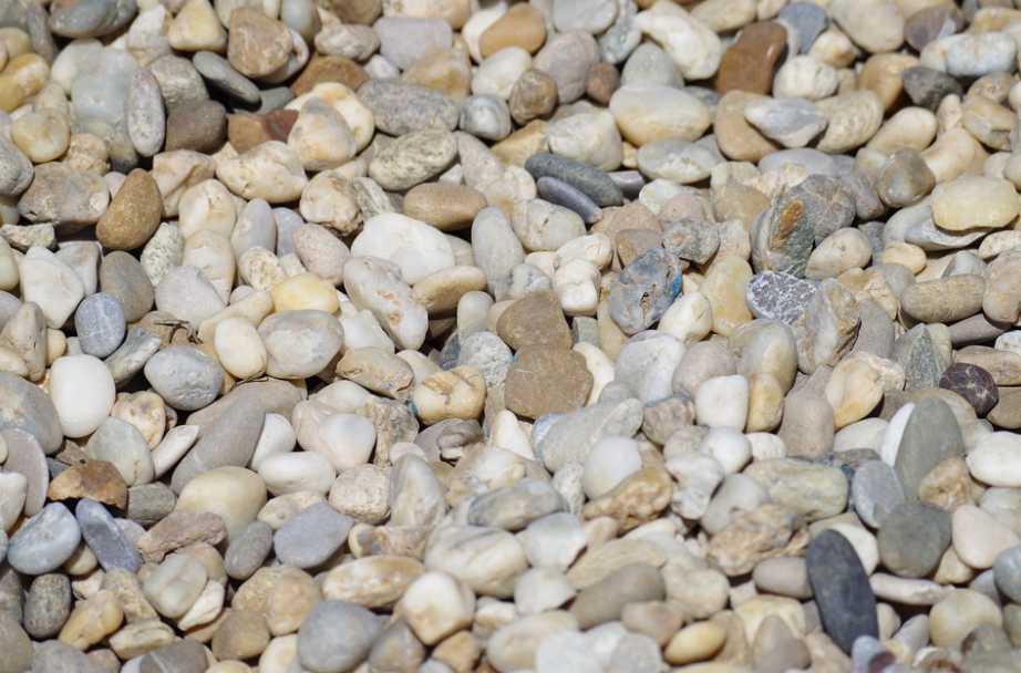 Kameninová nebo zámková dlažba se bez štěrkového podloží neobejde, pixabay.com