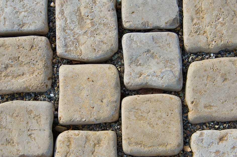 Spáry před vysypáním pískem, pixabay.com