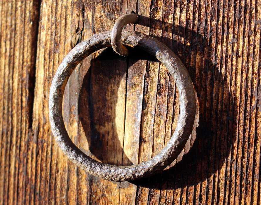 Dojem patiny můžete dotvořit i vhodně zestařenými doplňky, pixabay.com