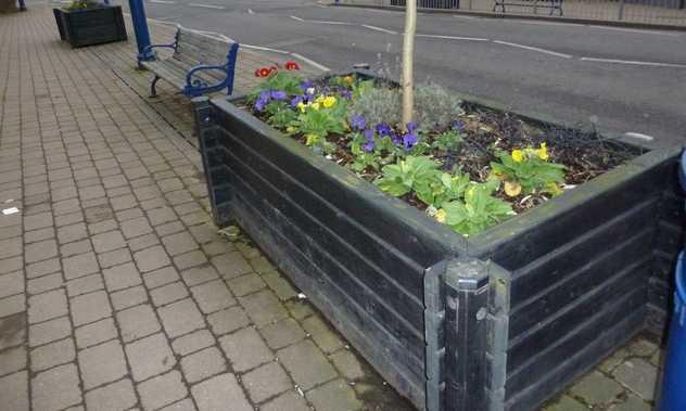 Vyvýšené záhony bývají často vidět ve městech, geograph.co.uk