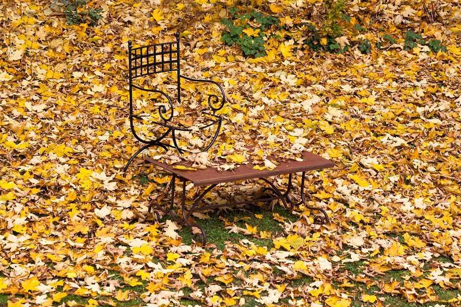 Zahradní nábytek ukliďte včas a nezapomeňte ho ošetřit před zimou