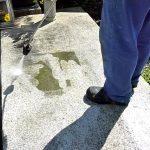 Náhrobek vyčistíte tlakovou vodou