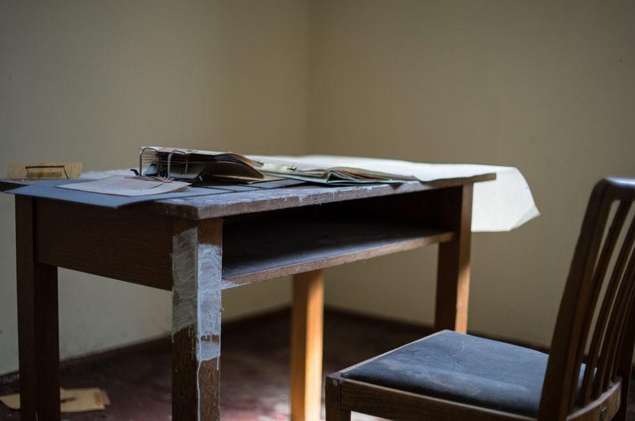 Červotoče si domů můžete přinést se starým nábytkem, pixabay.com