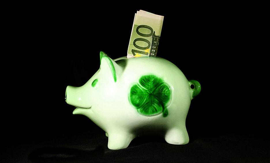 Peníze můžete ukrýt do předmětu, který s dárkem nějak souvisí, pixabay.com