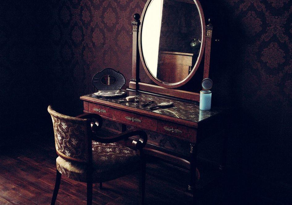Starý nábytek kontrolujte alespoň dva roky poté, co ho přinesete domů, pixabay.com