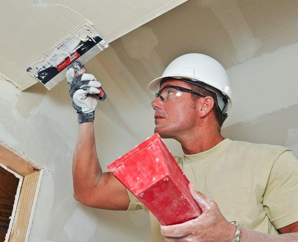 Trhliny ve stropě zalepí experlit i sádra, flickr.com
